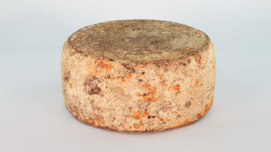 Toma Montfleury with skimmed raw milk